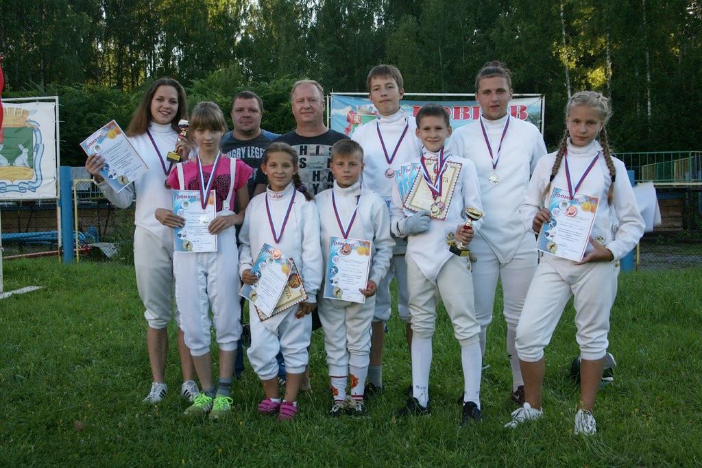 Участники межрегионального турнира по фехтованию